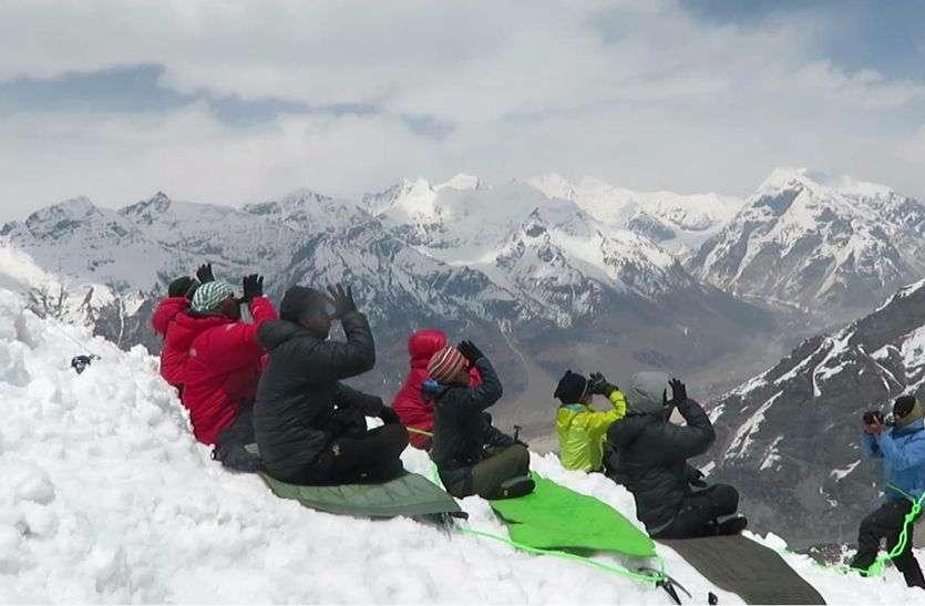 गोकुलपुरा गांव की लाडली बेटी मेजर अंकिता चौधरी ने भागीरथी पहाडिय़ों में 5797 मीटर (19022) फीट की ऊंचाई पर चढकऱ योगासन कर अपना नाम लिम्का बुक रिकॉडर््स में दर्ज किया है।