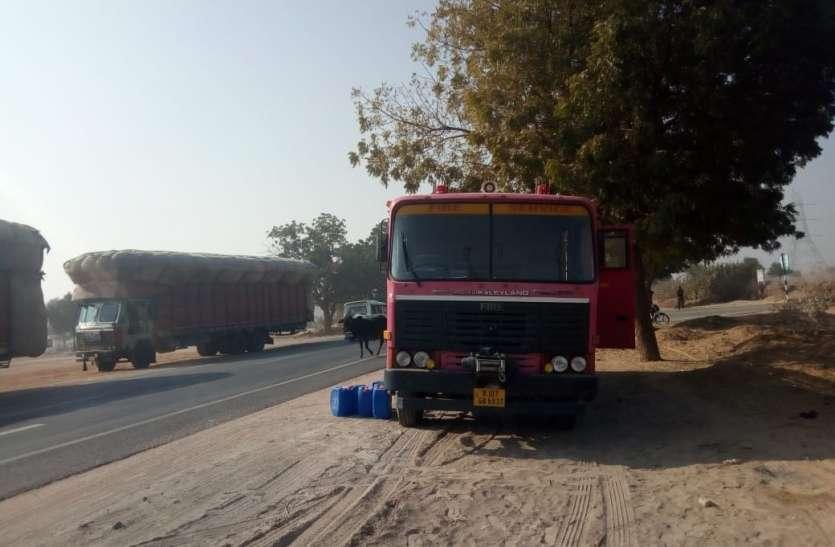 जलते रहे ट्रक, एक-एक कर तीन दमकलें रास्ते में खराब, बेबस खड़े रहे दमकलकर्मी