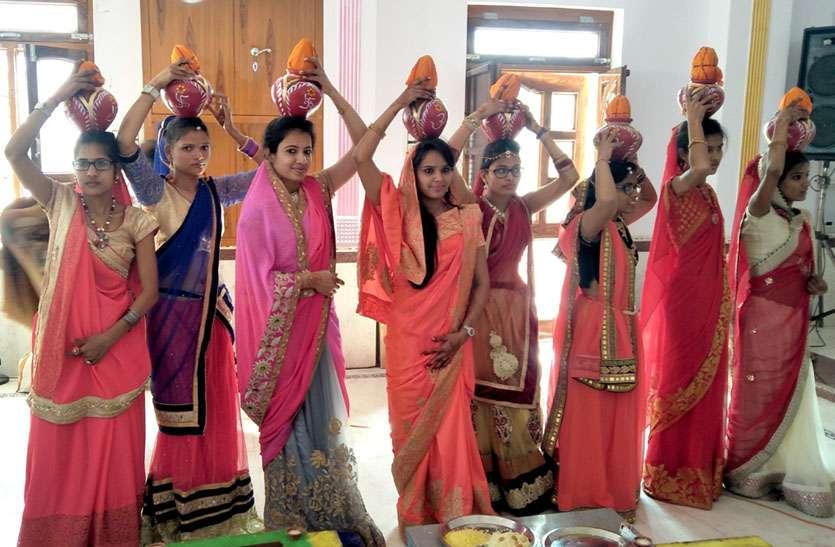 अष्टकुमारियों के साथ राजसी ठाठ से श्रीजी की शोभायात्रा निकाली