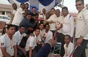 बलरामपुर पुलिस ने 5 विकेट से जीत दर्ज कर शहीद कप क्रिकेट प्रतियोगिता पर जमाया कब्जा