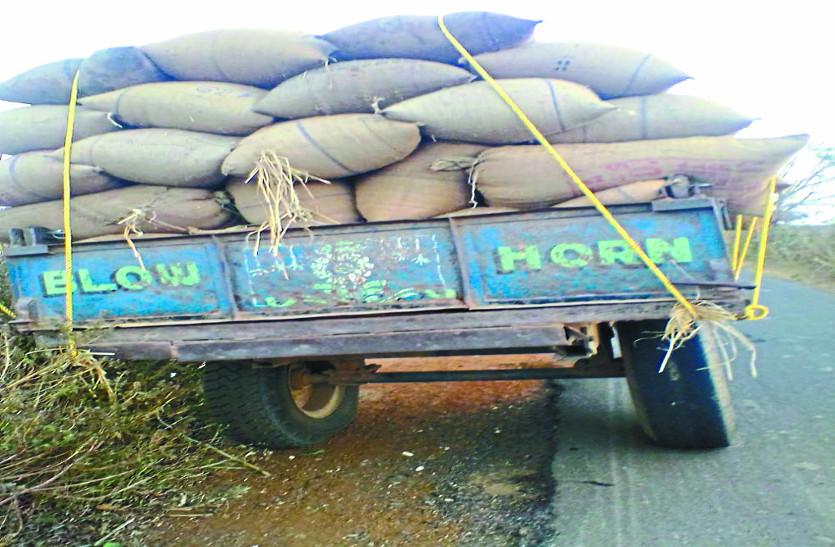 ओडिशा के धान को खपाने ला रहे दो युवकों को पुलिस ने पकड़ा, 168 बोरा धान हुआ जब्त