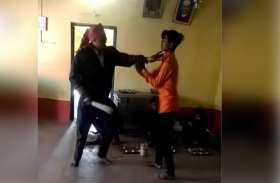 video story : रसोइए ने छात्र को बेरहमी से पीटा, देखें लाइव वीडियो...