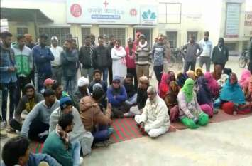 पदमपुर के चिकित्सालय में रोगी की मौत, परिजनों ने लगाया धरना, दो डॉक्टर एपीओ