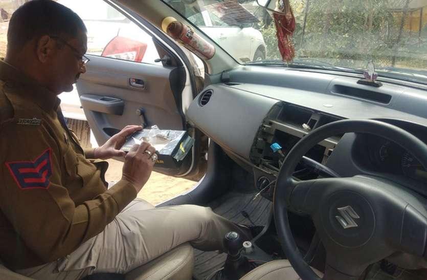टैक्सी लूटने के लिए युवती ने ताने रखी पिस्तौल