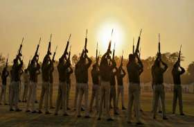 गणतंत्र दिवस की सुबह तिरंगे को सलामी देने की तैयारी, देखिए गर्व से भर देने वाली तस्वीरें...