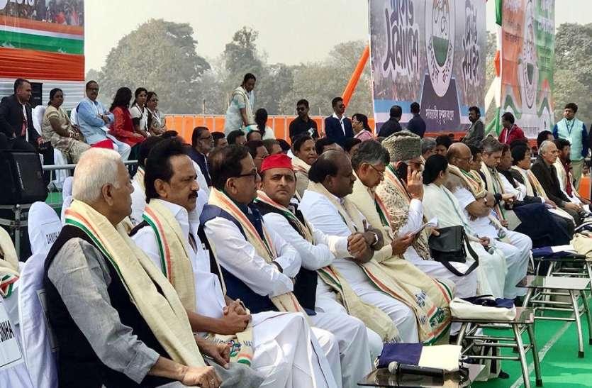 ममता की रैली में पहुंचे बसपा नेता सतीश और सपा के अखिलेश यादव और कर दिया यह वादा