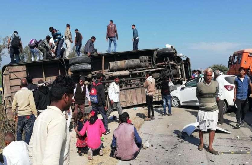यात्रियों से भरी बस पलटी, इधर मची चीख पुकार.. उधर मदद को दौड़े ग्रामीणों ने