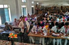 90 छात्र-छात्राओं ने सीखे कहानी लिखने के गुर