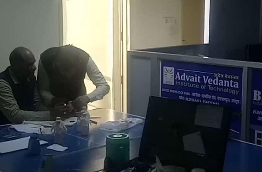 राजधानी में एसीबी ने की कार्रवाई, कॉलेज संचालक को इस तरह रिश्वत लेते किया ट्रेप
