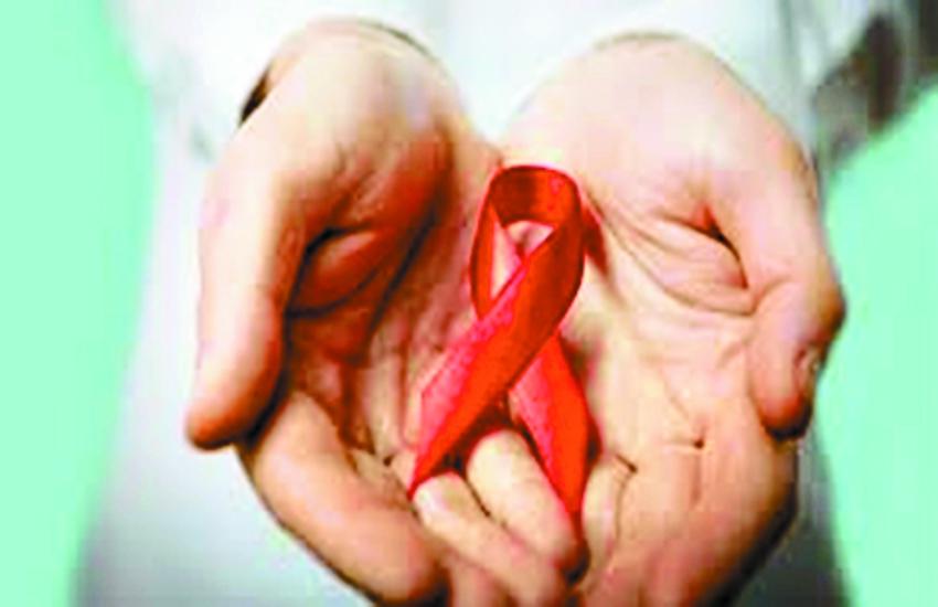 एचआइवी पीडि़त बने जीवनसाथी, डॉक्टरों की निगरानी में बढ़ा रहे परिवार