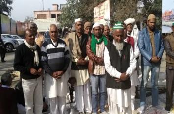 हिंदू-मुस्लिम सभी किसानों ने एक साथ पढ़ी भाजपा सरकार की जनाजे की नमाज, तो दिखा ऐसा नजारा