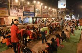 photo gallery : सिद्धि विनायक मंदिर में भंडारा उमड़ी भीड़.