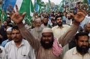 पाकिस्तान में पुलिस के खिलाफ फूटा लोगों का गुस्सा, फर्जी मुठभेड़ में कपल और बेटी की मौत के खिलाफ प्रदर्शन