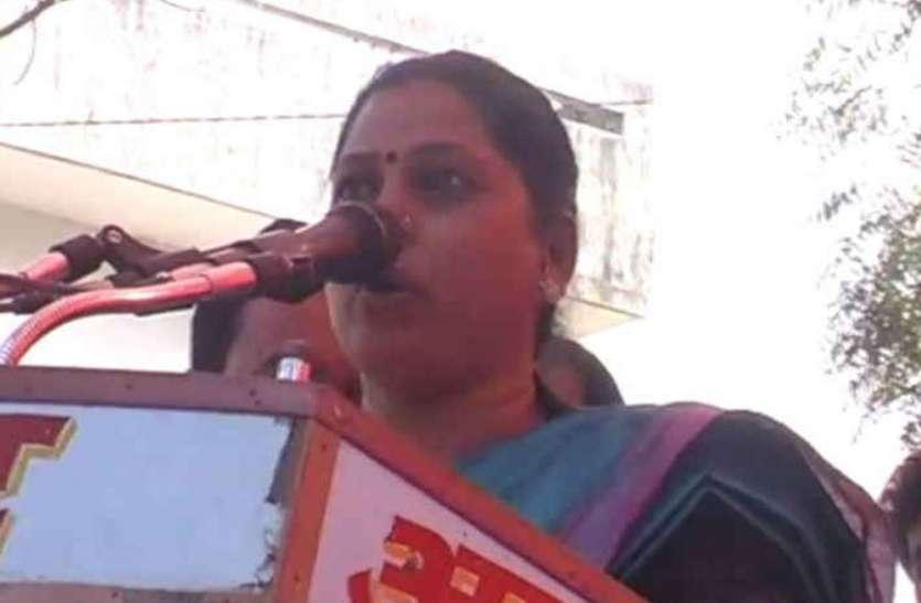 साधना सिंह के खिलाफ लखनऊ में हुआ जोरदार प्रदर्शन, आखिर में भाजपा विधायक ने पत्र जारी कर कहा- मुझे खेद है
