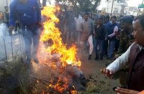 कार्यकर्ताओं की निर्मम हत्या के विरोध में भाजपा ने मुख्यमंत्री का फूंका पुतला