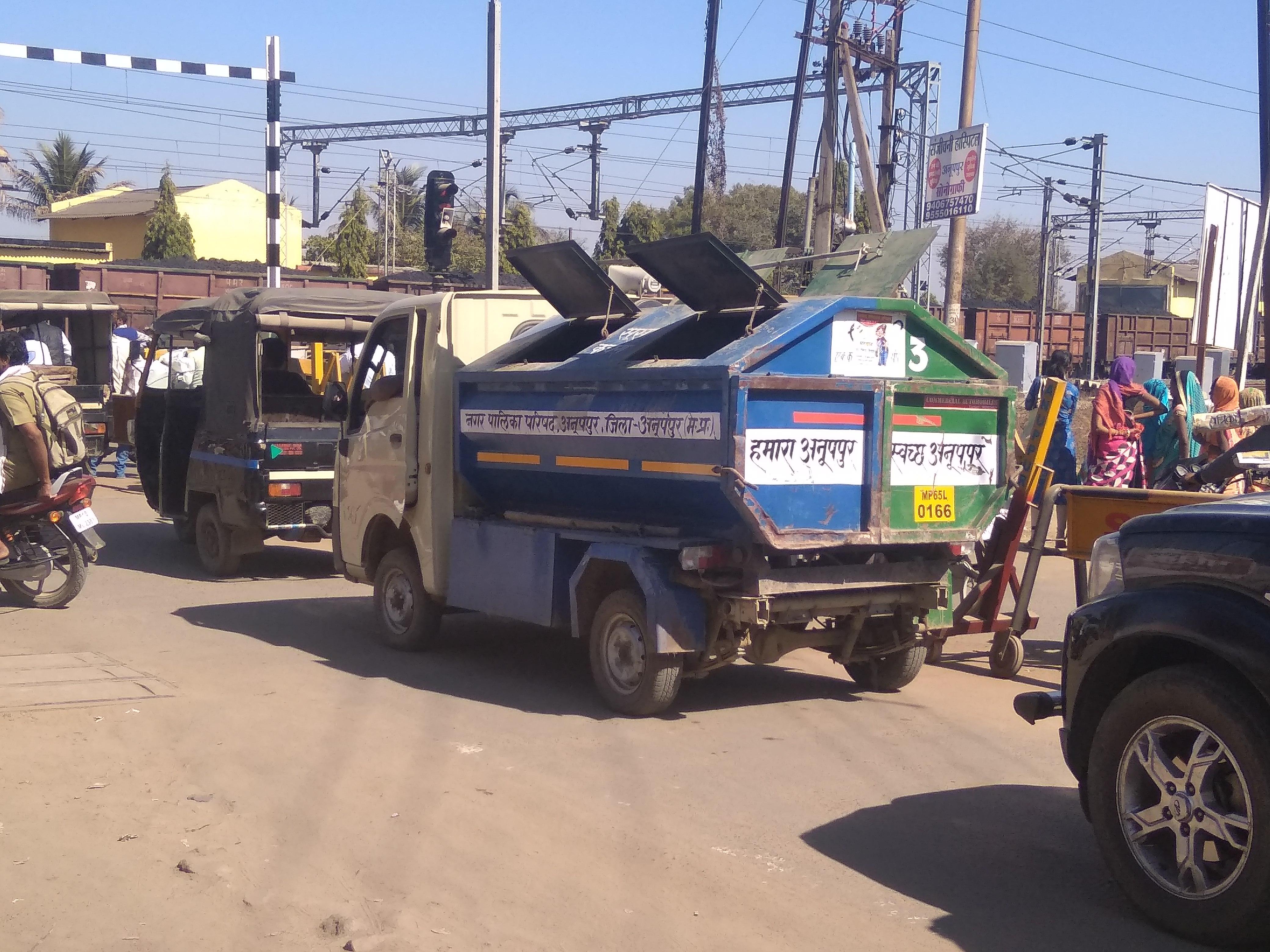 आश्वासन पर बजट पड़ा भारी: 60 हजार के भुगतान में सडक़ पर नहीं उतरी कचरा संग्रहण वाहनें, एक वाहन से 5500 घरों के कचरे की हो रही सफाई