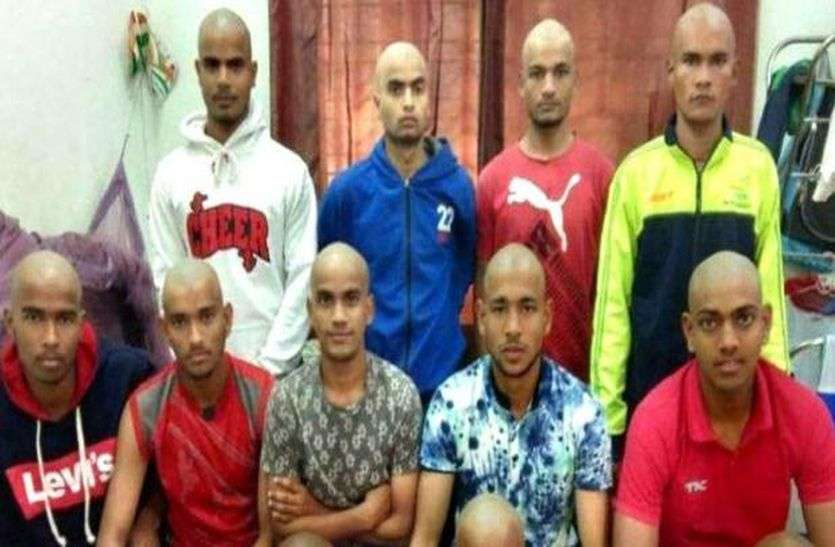 कोच ने डांटा तो हॉकी टीम के 16 खिलाड़ियों ने मुंडवा लिए सिर, कोच ने किया आरोपों से इनकार