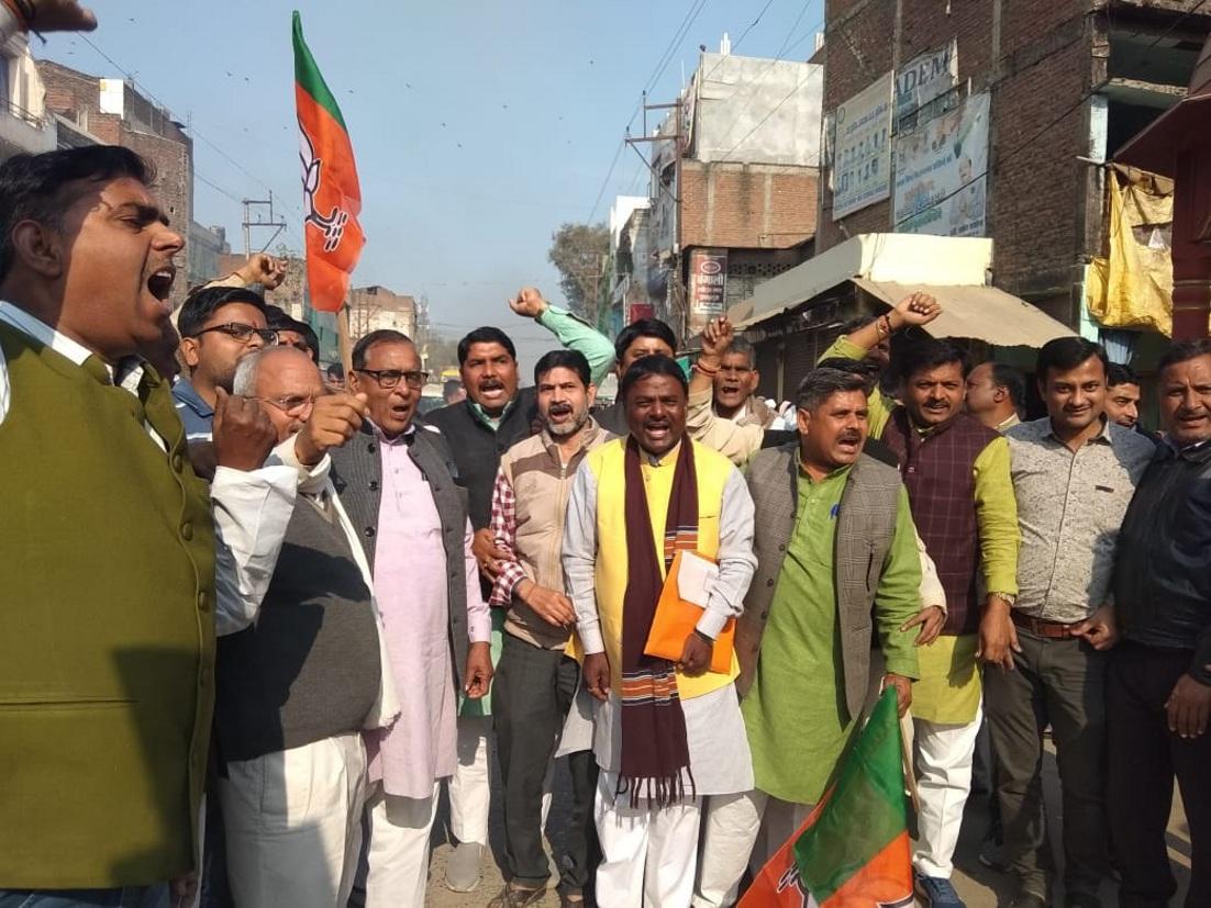 भाजपाईयों ने प्रदेश सरकार के खिलाफ किया प्रदर्शन