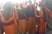 नागा संतों ने किया स्नान का विरोध, देखें वीडियों