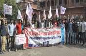 एकेडमिक कौंसिल की बैठक में इस कारण रजिस्ट्रार को निकलना पड़ा बाहर, छात्र संगठनों ने किया जमकर विरोध