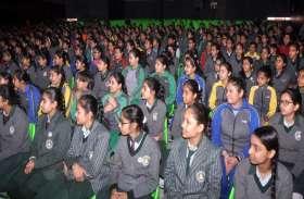 इंटरनेशलन फिल्म फेस्टिवल ऑफ श्रीगंगानगर,'लेखक' समाज और सिनेमा विषयक परिचर्चा, पेंटिंग प्रदर्शनी की खास तस्वीरें