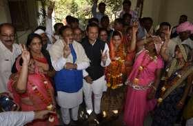 मतदान के पहले भाजपा समथर््िात दो सदस्यों के चले जाने से कांग्रेस समर्थित शांति चार मतों से जीती