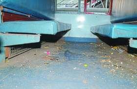 पैसेंजर ट्रेनों से रेलवे की कमाई 60 करोड़, सफाई-सुरक्षा के नाम पर यात्रियों को ठेंगा