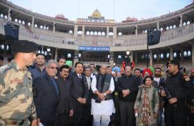 रिट्रीट सेरेमनी देखने में आएगा और भी मजा,अटारी चेकपोस्ट पर राजनाथ सिंह ने किया नई दर्शक गैलरी का उद्घाटन
