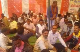 जिपं परियोजना अधिकारी को हटाने की मांग, सचिव संघ हड़ताल पर