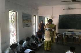 शिक्षकों ने कॉपी जांचने में की खानापूर्ति, संचालक ने लगाई फटकार