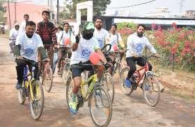 साइकिल रैली निकाल कर बताया रक्तदान का महत्व
