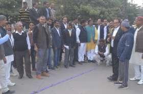प्रियंका को राष्ट्रीय महासचिव बनाए जाने से कांग्रेसी गदगद, ढोल-नगाड़ों के साथ मनाया जश्न, जानें-प्रतिक्रिया