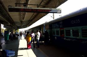 अंबिकापुर-दुर्ग ट्रेन हुई लेट तो जबलपुर-अंबिकापुर एक्सप्रेस को एक स्टेशन पहले लगानी पड़ती है ब्रेक, ये है कारण