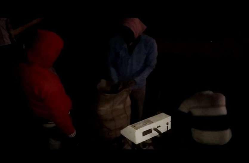 video: इस समर्थन मूल्य केन्द्र पर रात में कर ली अमानक उड़द की खरीद, अब होगी प्रबंधक पर एफआइआर