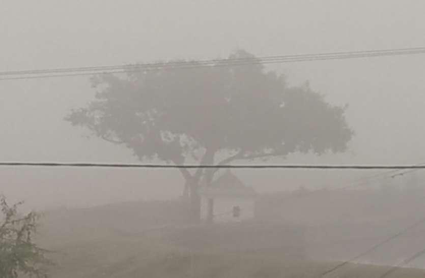 इस जिले में कोहरे की ऐसी चादर कि कुछ भी नहीं दिख रहा था, पढि़ए पूरी खबर