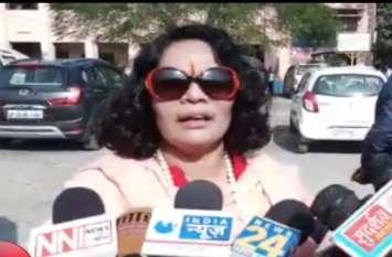 मदरसों को लेकर वीएचपी नेत्री साध्वी प्राची ने दिया विवादित बयान, देखें वीडियो-