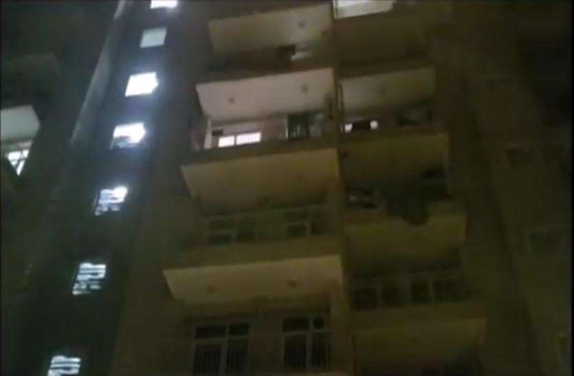 VIDEO: युवती इस तरह कर थी युवक को ब्लैकमेल, आरोपी ने घर में घुस कर...,देखें पूरा वीडियो