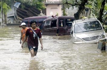 इंडोनेशिया में भारी बारिश और बाढ़ से मरने वालों की संख्या हुई 59, हजारों लोग बेघर