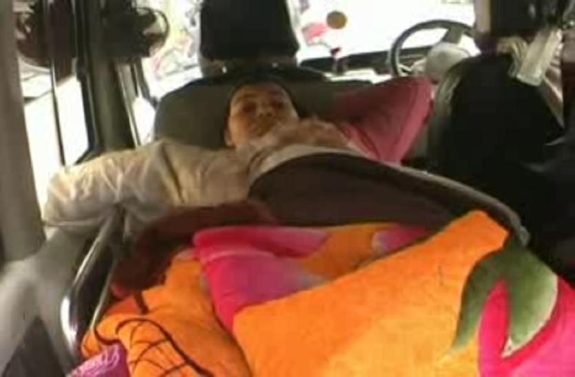 मुस्लिम परिवार पर टूटा यूपी पुलिस का कहर, घर में घुसकर की पिटाई, महिला का पैर टूटा