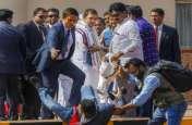 राहुल गांधी की फोटो खींचते-खीचते गिरा फोटोग्राफर, बचाने खुद दौड़ गए कांग्रेस अध्यक्ष