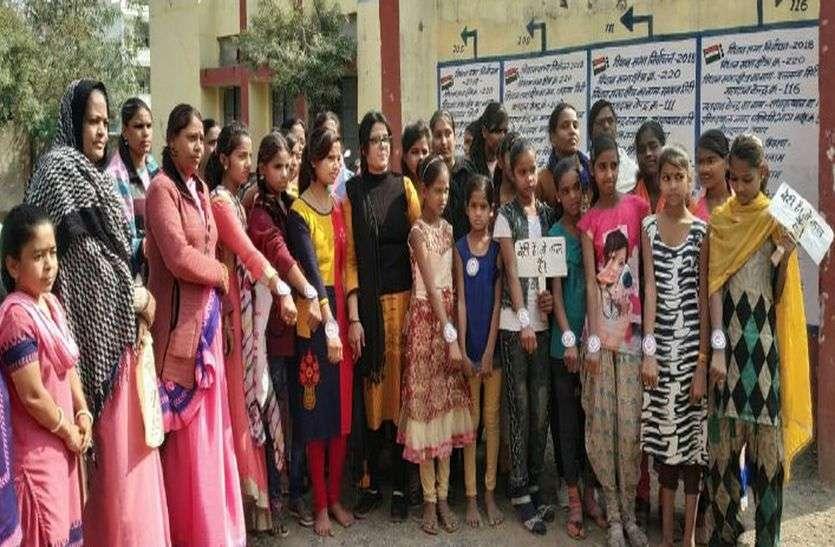 किसके प्रयास ने स्कूल से वंचित 30 बालिकाओं दिलाया प्रवेश
