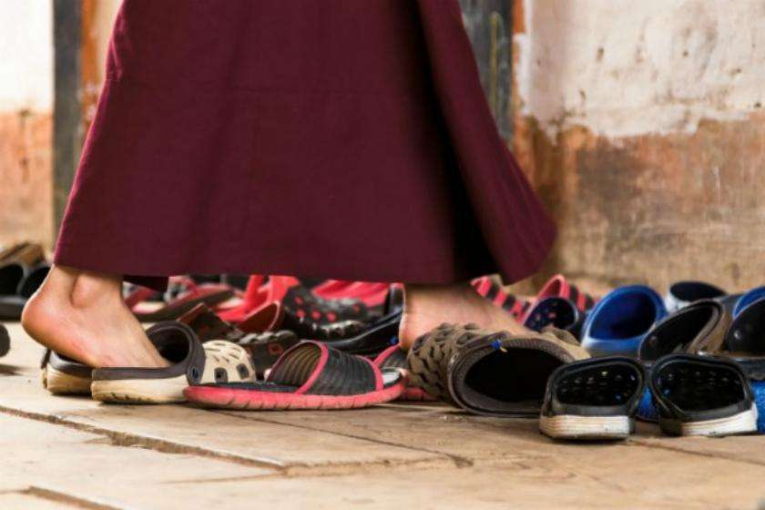 Theft Of Shoes Or Slippers Is An Auspicious Sign - मंदिरों ...