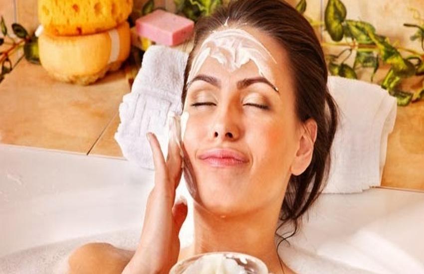Beauty Tips : घर बैठे ही करें फ्रूट फेशियल, आसान तरीके से निखारे अपनी स्किन