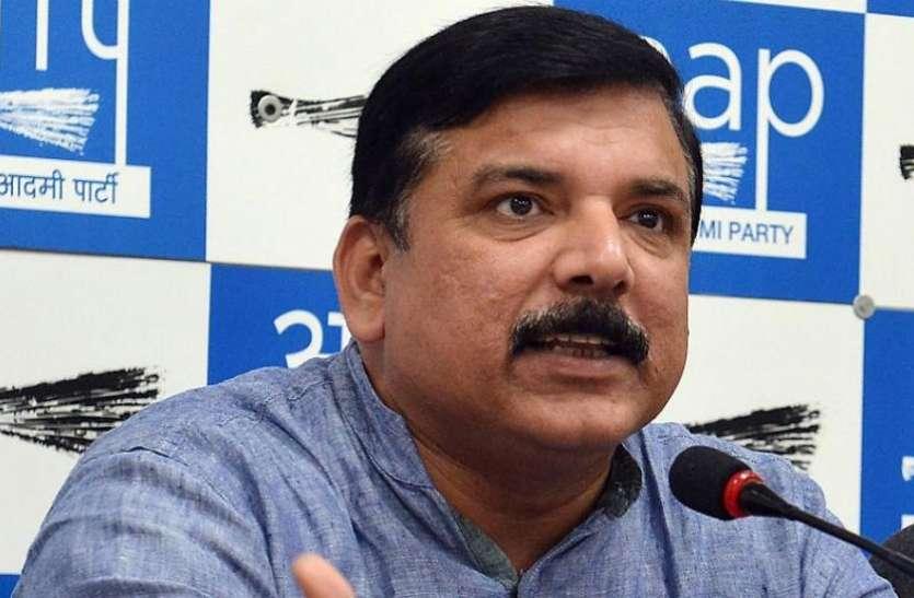 प्रणब मुखर्जी को भारत रत्न देने पर सियासी संग्राम, AAP ने कहा- RSS की तारीफ का मिला इनाम