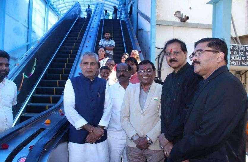 अहमदाबाद स्टेशन पर एक और एस्केलेटर का प्रारंभ