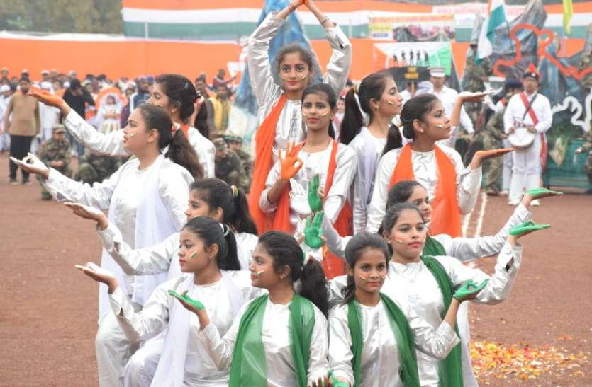 गणतंत्र का उल्लास , देशभक्ति नृत्यों से बांधा समा
