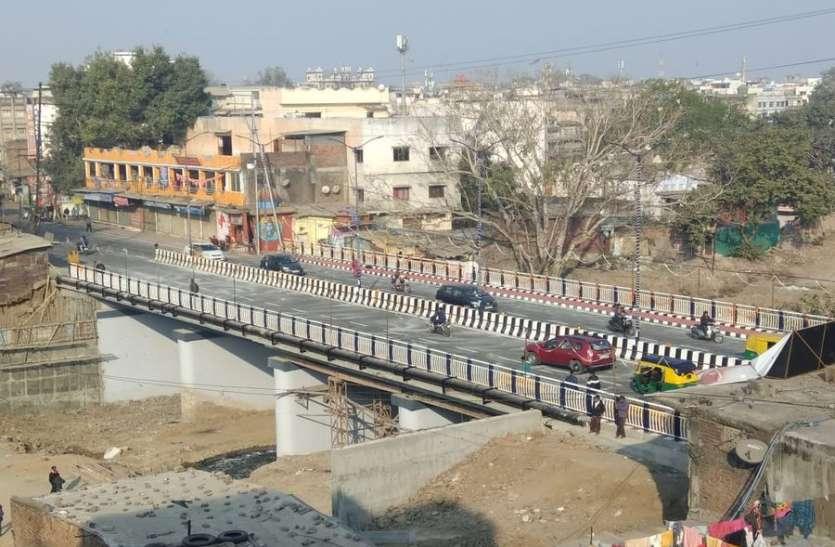 जवाहर मार्ग पुल का लोकार्पण...भाजपा विधायक नाराज और मंच पर रहा कांग्रेसियों का कब्जा