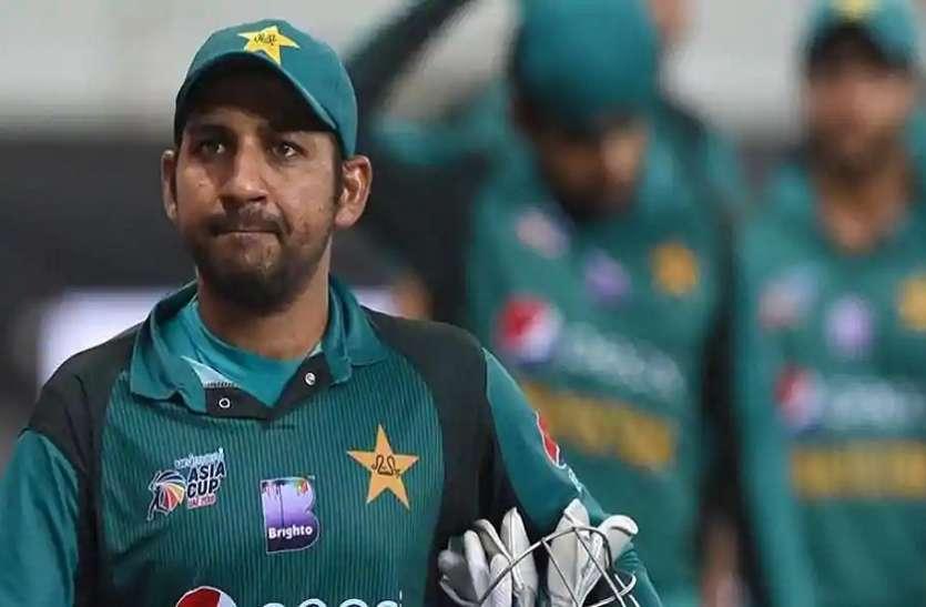 इमरान खान के बाद पाकिस्तान क्रिकेट टीम के कप्तान भी लगा रहे हैं मदद की गुहार