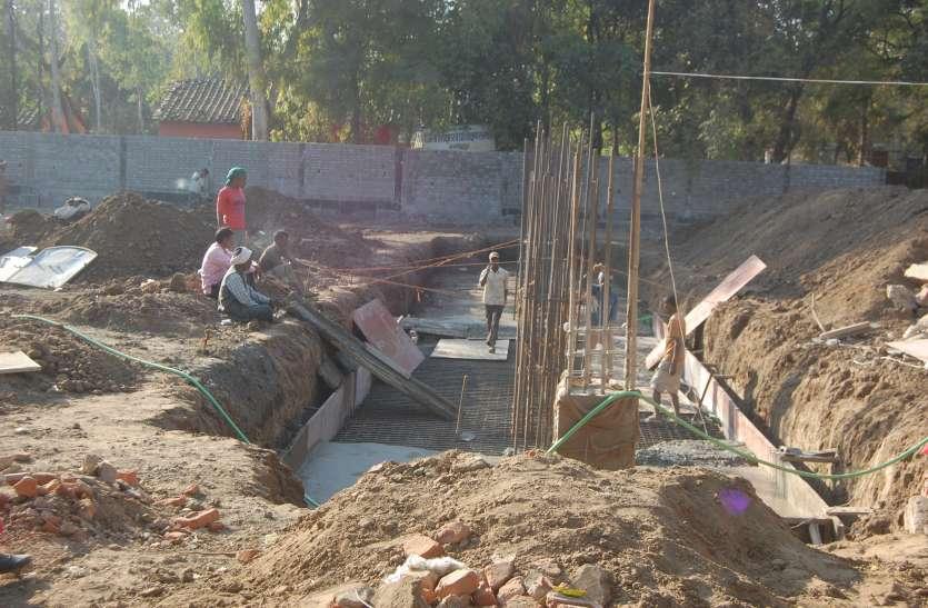 चुनाव आयोग की आड़ में अफसरों ने मिटा दिया 1०० बच्चों का खेल मैदान
