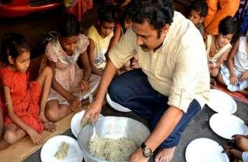 देश में हर साल 22,000 टन खाना होता है बर्बाद, गरीबों की भूख मिटाने के लिए इस शख्स ने उठाया ये कदम